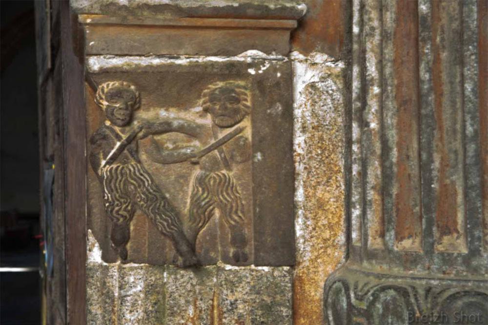 Guimiliau, porche sud : Bas-relief