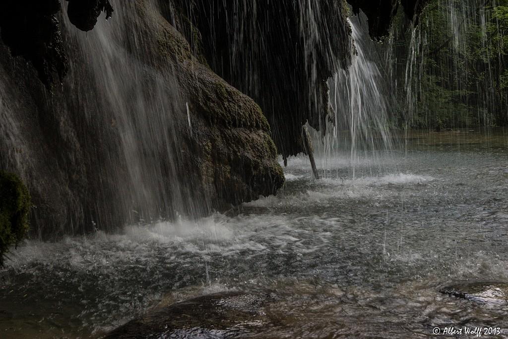 Les tufs et la cascade - 1 -