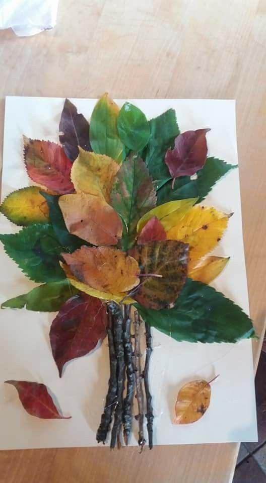 Idée pinterest : un arbre en n'utilisant que des matériaux naturels récoltés lors d'une sortie.