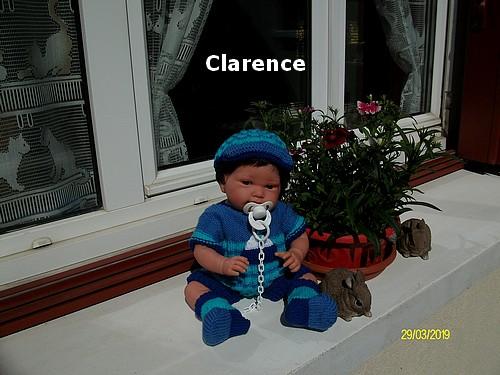 Clarence en tenue complète !