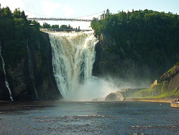 Quebec-chutes-Montmorency-vues-d-en-bas.jpg