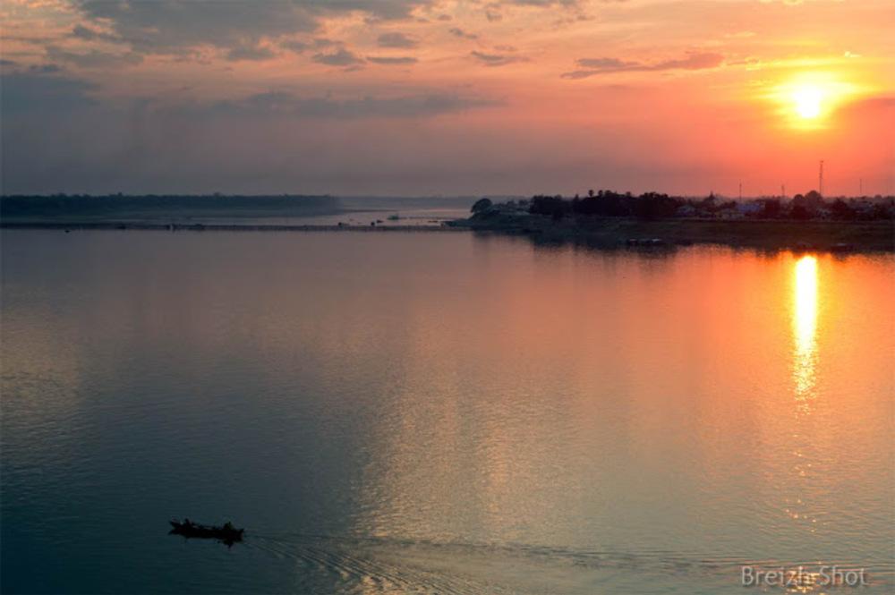Un majestueux coucher de soleil sur le Mékong à Kampong Cham