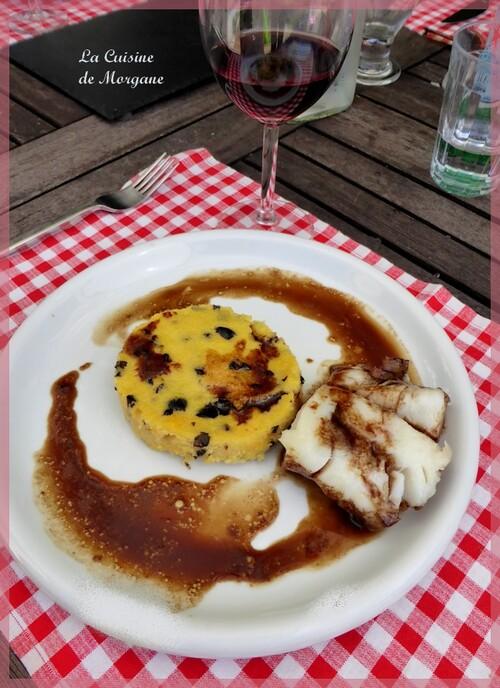 Dos de cabillaud laqué au miel, soja, vinaigre balsamique et sa polenta aux olives