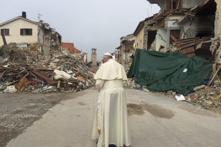 Le pape à Amatrice après le séisme @ L'Osservatore Romano