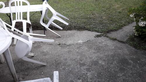 Tremblement de terre dans le jardin