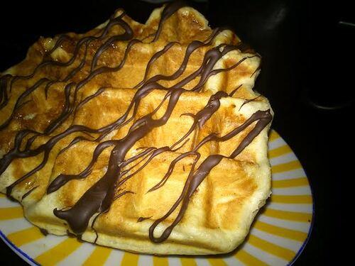Gaufres liégeoises nappée de chocolat pour le goûter (ou le dessert, ou le petit dej...c'est comme vous aimez^^)