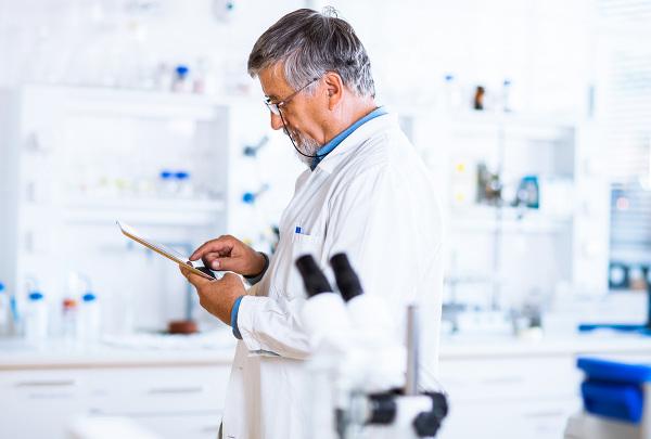 sante-connectee-medecin-tablette