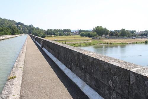 LE PONT CANAL D'AGEN .