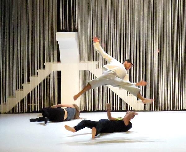 """La Compagnie """"le Grand jeté"""" a présenté, au TGB, un extrait de son futur spectacle """"L'hypothèse de la chute"""""""