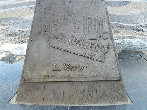 """La """"Vivrière """" sculpture à Québec"""