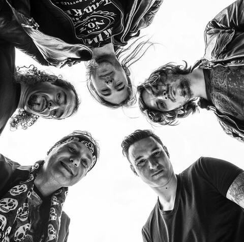 UNCHAINED - Un premier extrait du nouvel album dévoilé