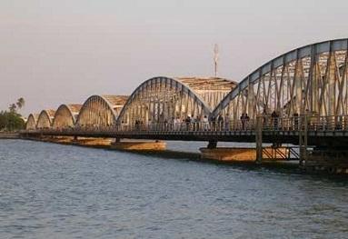 Le pont Faidherbe à St Louis du Sénégal ...