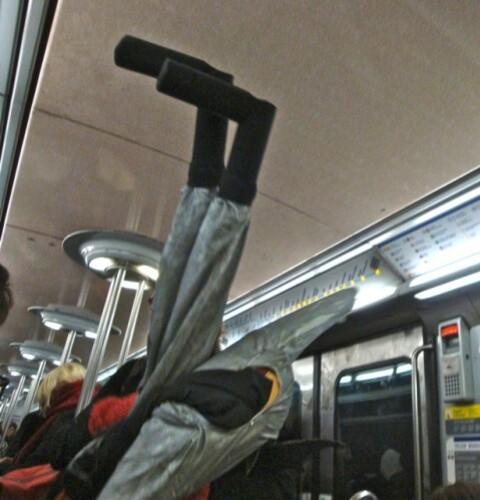 Batman mannequin métro pieds