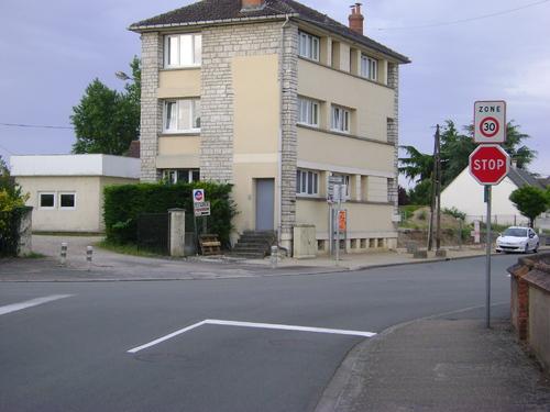 « Attention, aménagement nouveau » (Avenue de la Gare et route d'Isdes)
