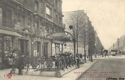 Du côté de l'avenue de la République - le grand balcon de la famille Maria