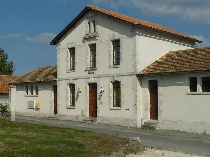 Plassac mairie2.JPG