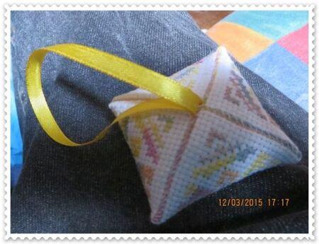 Biscornu N° 253