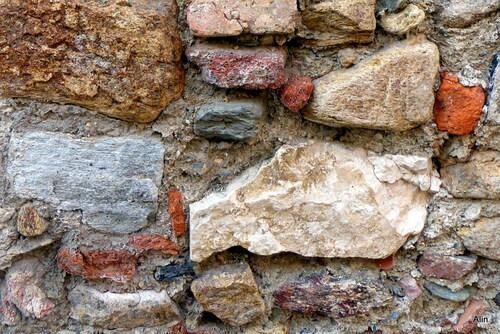 Joli mur en pierre