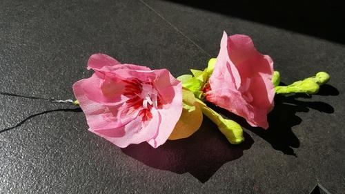 Fleurs en papier crêpon (fête des mères)