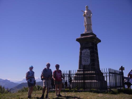 Au sommet statue de St François de Sales