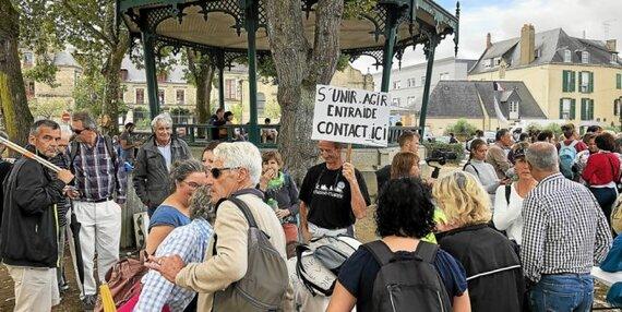 Le forum «aide et action»: les manifestants opposés au passe sanitaire s'inscrivent sur des listes de courriels pour participer aux prochaines actions.