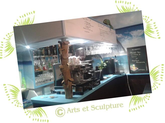 Le comptoir d'ô délices d'Anaïs avec sa décoration caméléon et tronc de palmier - Arts et Sculpture: sculpteur décorateur