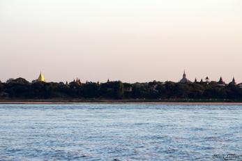 Bagan vu de l'Irrawaddy