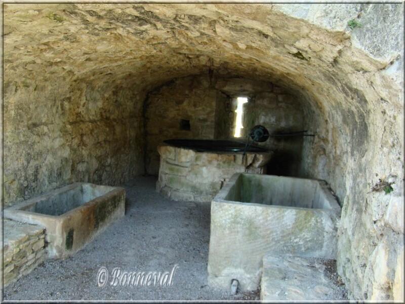 Saint-Félix-du-Lauragais Haute-Garonne puits et lavoirs dans les remparts