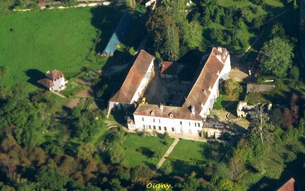 Le Châtillonnais vu du ciel : églises et abbayes, industries et commerces
