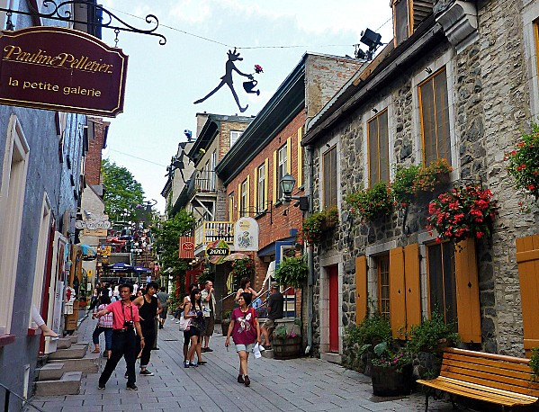 Quebec-rue-Petit--Champlain-escalier.jpg