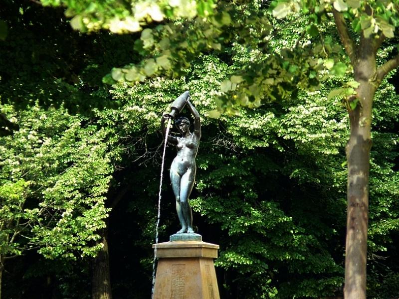 Les fontaines de Metz / La Naïade ou la Source de la place de la République...