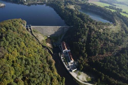 Quand le lac sera sec, EDF réalisera quatre millions d'euros de travaux d'entretien du barrage, sur la paroi habituellement immergée.