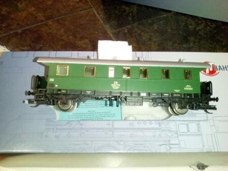 Le gros œuvre est terminé ! En bonus : photo des nouveaux wagons ...