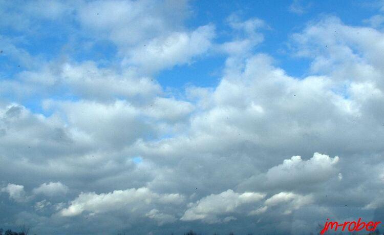 L'observation du ciel: Quand passe les nuages.......