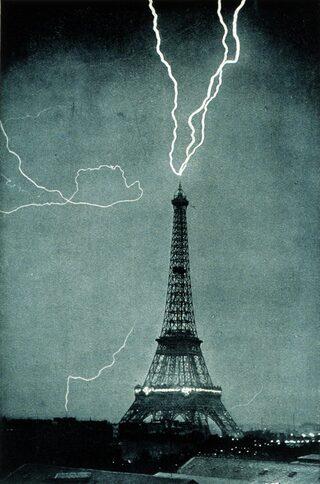 Tour Eiffel : coup de foudre ascendant