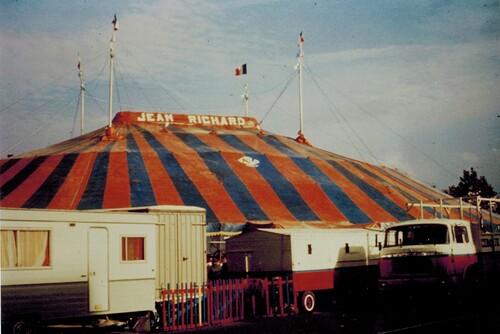 chapiteau du cirque Jean Richard fabriqué par V.S.O.