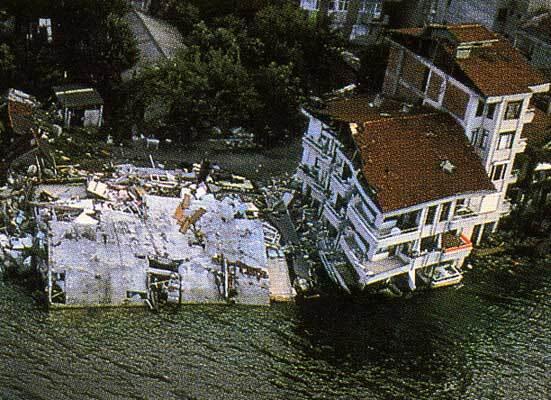 1999, en Turquie, séisme d'Izmit