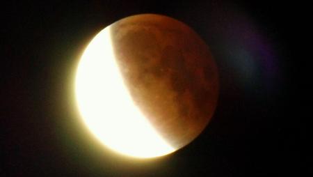 Les plus belles photos de l' #EclipseTotaleSuperLuneRousse ! Bravo et merci à tous les photographes !