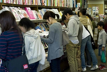 crowded bookstore (2)