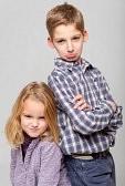 frere et soeur : Garçon et fille peu avec des expressions très en colère