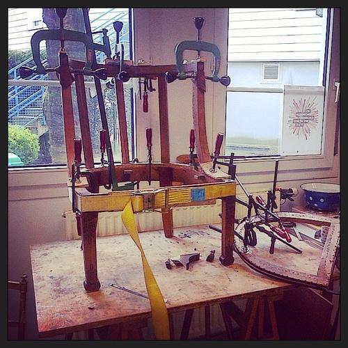 Une série de recollage de chaises et fauteuils .