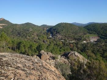 Sur la crête. A gauche, le Pic de la Gardiette, Tout au fond, sur la droite, le Mont Vinaigre