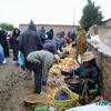 douar gzoula - souk - les marchands de fruits & légumes bio et la boue