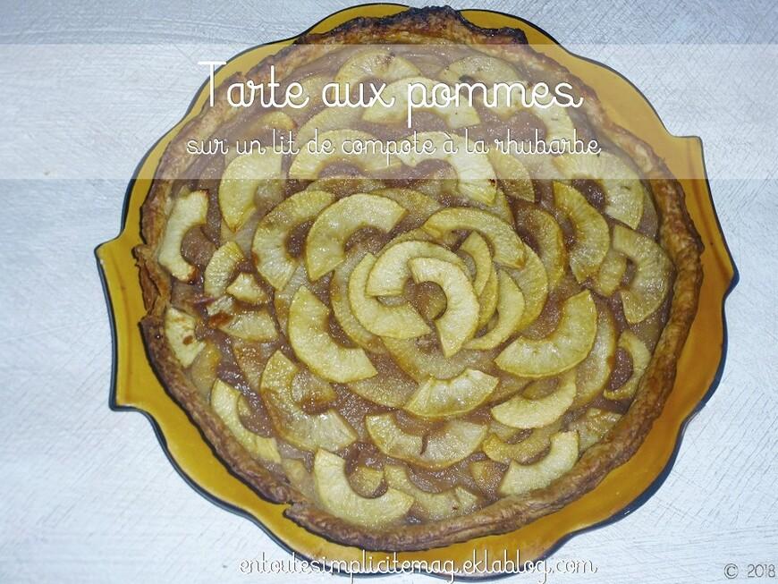 Tarte aux pommes sur lit de compote de rhubarbe