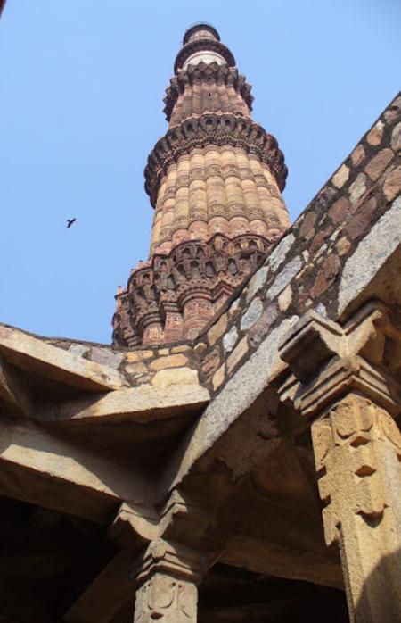 la mosquée Qûtb Minâr à Delhi