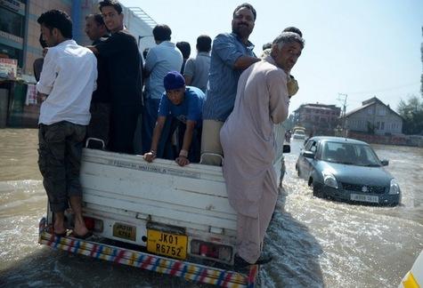 Après les terribles inondations, l'Inde cherche des coupables