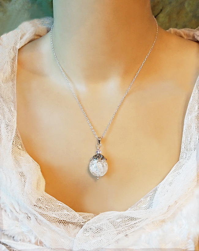 Pendentif Pierre de quartz rubassé blanc boule 16 mm, cristal de Swarovski / solide plaqué argent