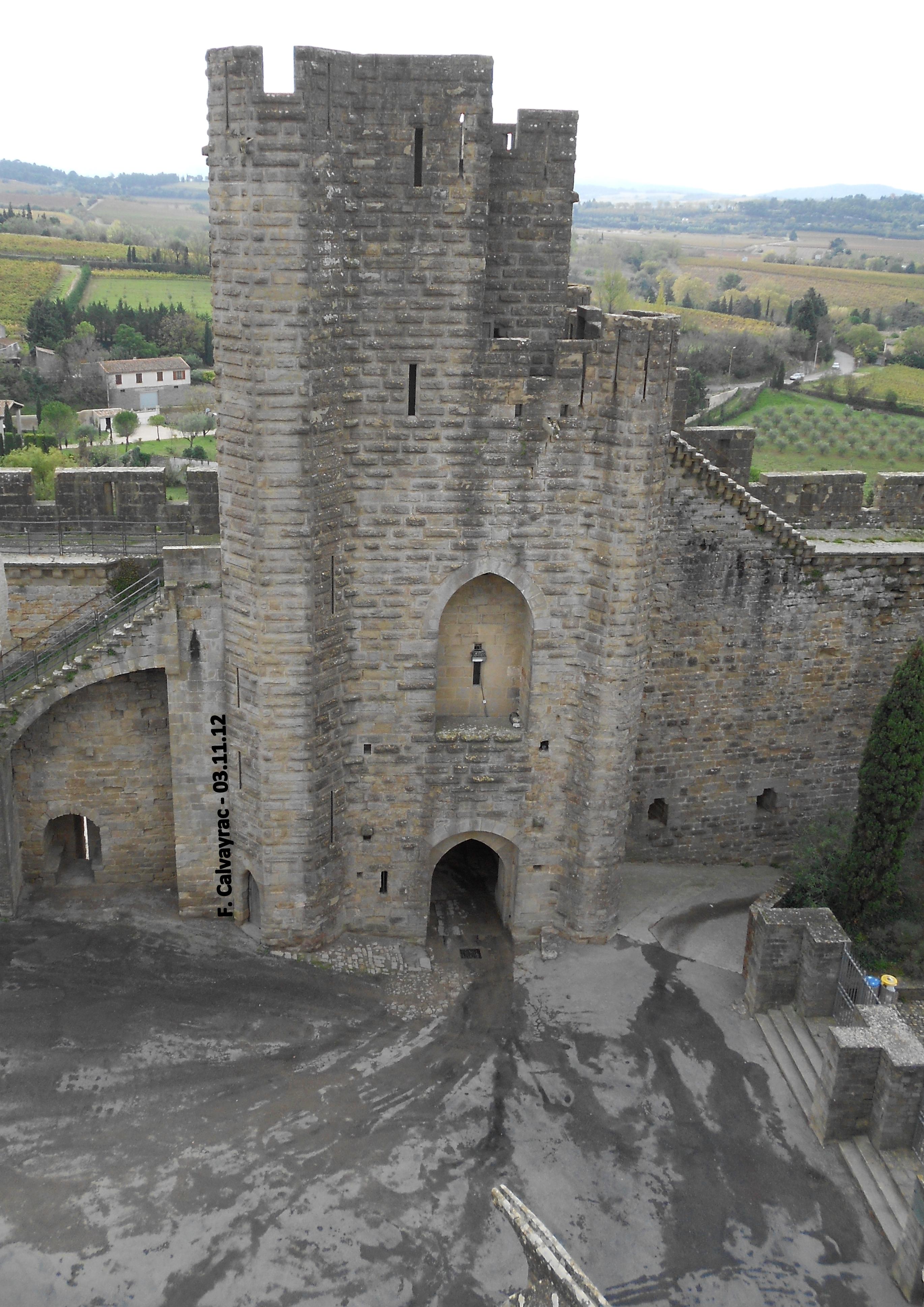 La tour porte saint nazaire languedoc culture et patrimoine for Un porte vue