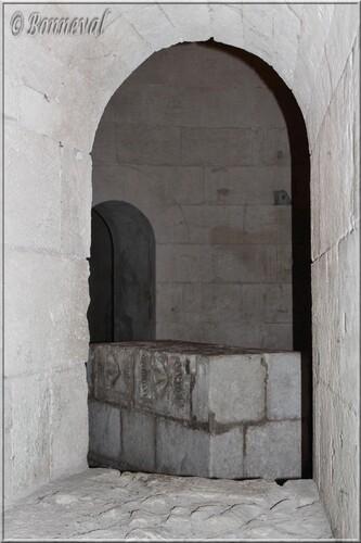 Abbaye de Montmajour Abbatiale Notre-Dame autel du chœur de la crypte
