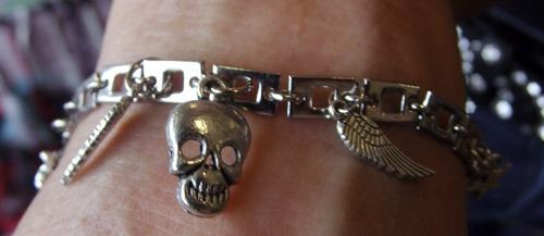 Bracelet biker avec harley, tête de mort et aile d'ange